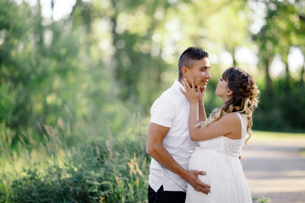 Maternity session in Calgary park Nathalie Terekhova photographer